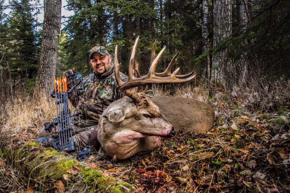 Chris_Brackett_Arrows_Biggest_Buck
